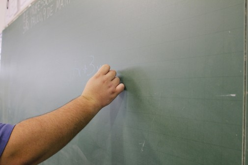 Lousa em sala de aula. Foto: Marcos Santos/USP Imagens.