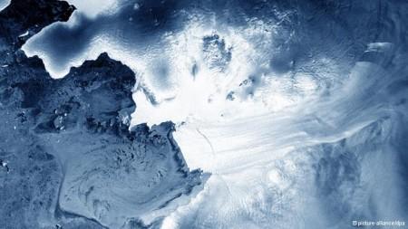 Geleira Pine Island, no oeste da Antártida, é uma das maiores, responsável por 20% do total de gelo da parte ocidental do continente. Sumiço do gelo vai aumentar o nível do mar, afirmam cientistas.