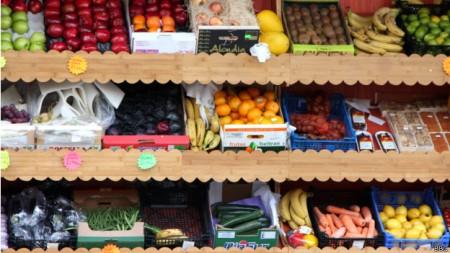 Entre os benefícios comprovados da ingestão de frutas e vegetais, está a redução de câncer e de doenças cardíacas.
