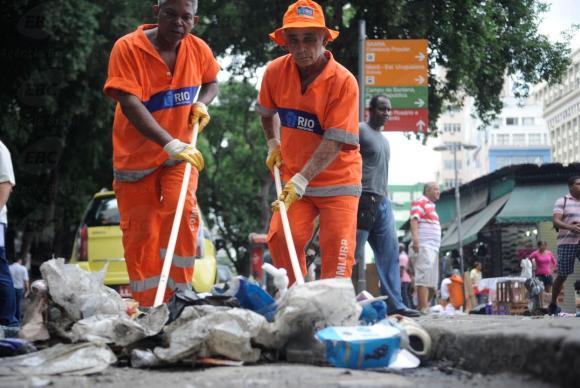 As multas variam conforme o tamanho do lixo descartado e vão de R$ 170 a R$ 3.400. Foto: Tânia Rêgo/Agência Brasil.