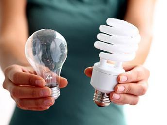 As lâmpadas incandescentes devem ser substituídas pelas Lâmpadas Fluorescentes Compactas (LFCs), halógenas, ou mesmo as de LED. Divulgação / Gov. São Paulo.