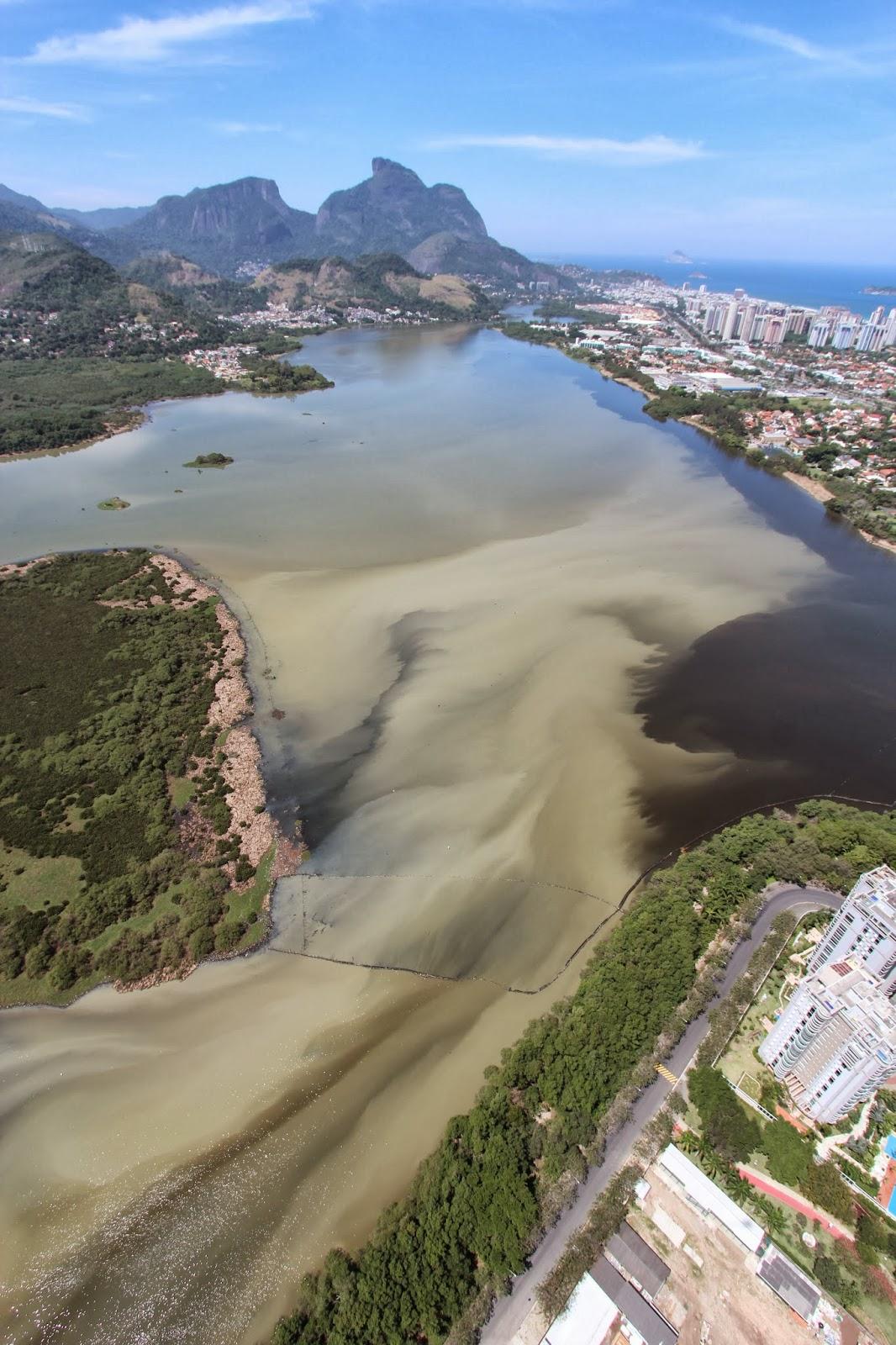 Lagoa na Barra da Tijuca, tomada por esgoto. Foto do Projeto Olho Verde, do Biólogo Mario Moscatelli.