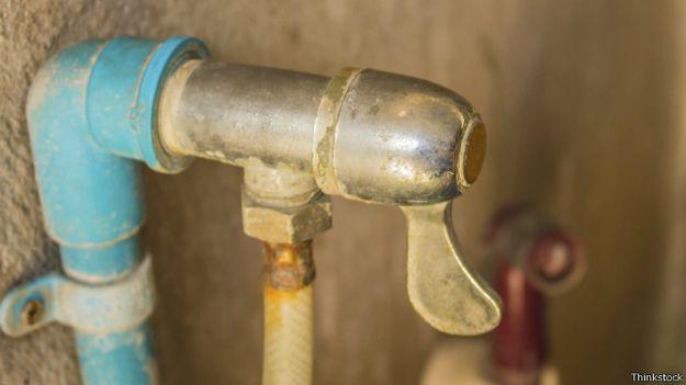 Bairro próximo à Cidade do Cabo fez enorme economia de água ao reformar encanamento.