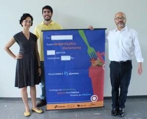 Da esquerda para a direita: Patrícia Leme, Maicom Brandão e o professor Fernando César Almada Santos.