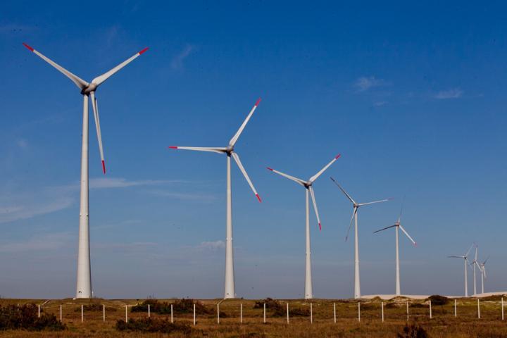 Uso eólico priorizado e menos energia suja são melhores alternativas ao aquecimento.