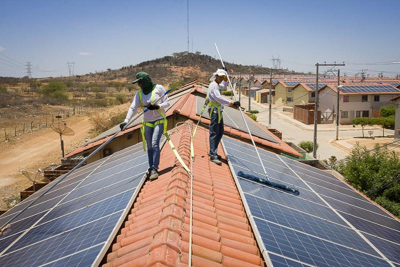 Em Juazeiro, Bahia, já existe a experiência com placas solares em casas de condomínio popular. Foto: Divulgação.